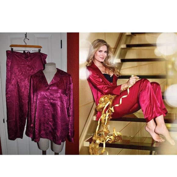 e454e9dc3b1c VICTORIA S SECRET Rose Jacquard Satin Pajama Set. M 5a6cd23e8290af5a504978d1